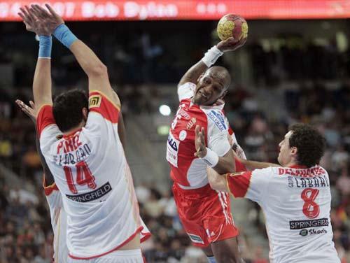 图文-男子手球世锦赛27日赛况这一球憋足力气