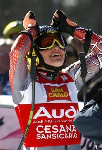 图文-女子高山滑雪世界杯意大利站戈茨尔夺冠喜悦