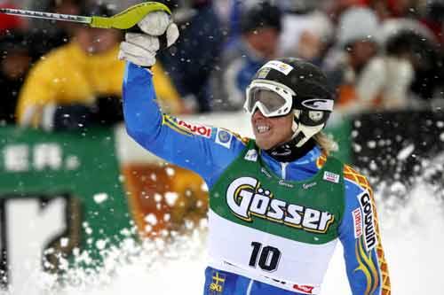 图文-国际滑联世界杯男子障碍赛获胜振臂欢呼