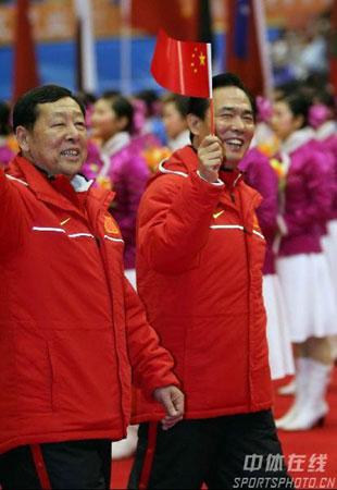 图文-亚冬会开幕式中国代表团入场崔大林与蔡振华