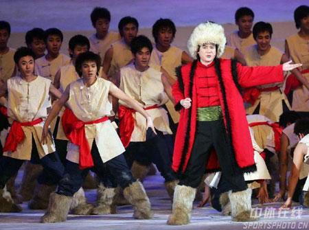图文-亚冬会开幕式梦幻文艺表演东北特色的演出