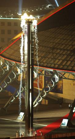 图文-2007亚冬会主火炬台点燃激情在这一刻沸腾