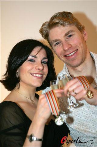 图文-花滑欧锦赛冰舞冠军暧昧庆祝香槟最不可缺少