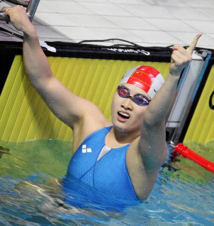 图文-罗雪娟职业生涯经典回顾05年十运会蛙泳摘金