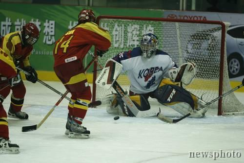 图文-[女子冰球]中国20-0韩国强势攻破对方大门