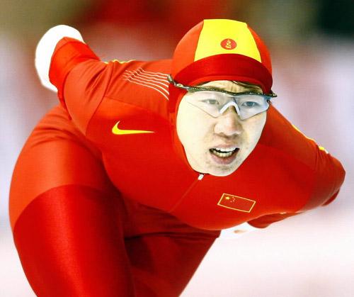 图文-王霏女子速滑3000米摘首金中国红席卷冰场