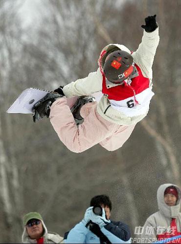 图文-女子U型场地单板雪上技巧孙志峰精彩旋转