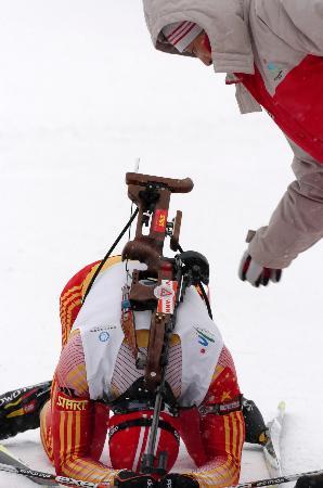 图文-冬季两项男子10公里张成烨摘银激动跪倒在地