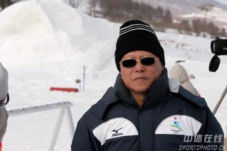 冬季两项女子15公里刘显英摘金段世杰观战