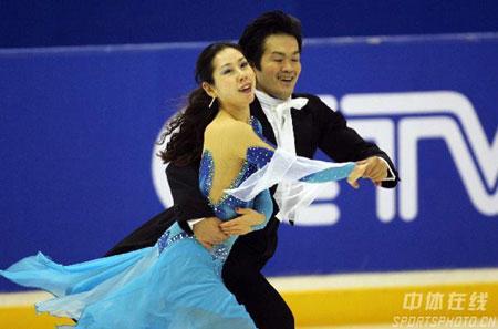 图文-亚冬会花滑冰舞规定舞冰场姜也是老的辣