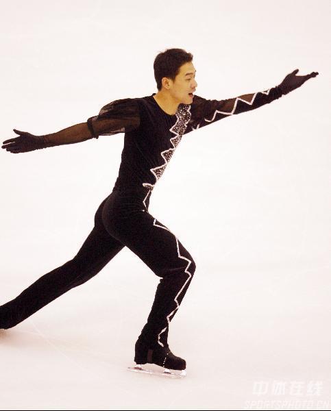 图文-亚冬会花样滑冰男单短节目黑马王子祈求幸福