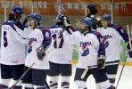 图文-男子冰球中国造韩国逆转韩国球员庆祝胜利