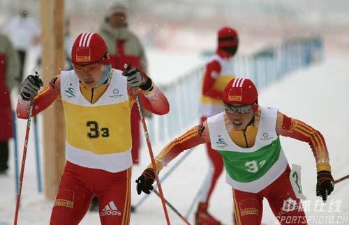 图文-越野滑雪女子接力中国摘银李宏雪柳圆圆交接棒