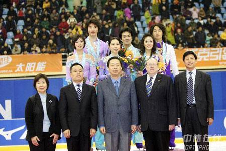 图文-亚冬会冰舞日本组合摘金颁奖嘉宾阵容强大