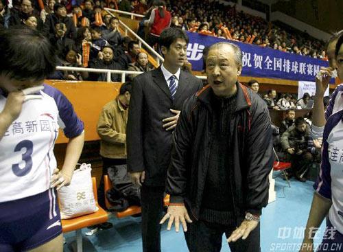 图文-女排联赛天津胜辽宁夺冠辽宁教练心急如焚