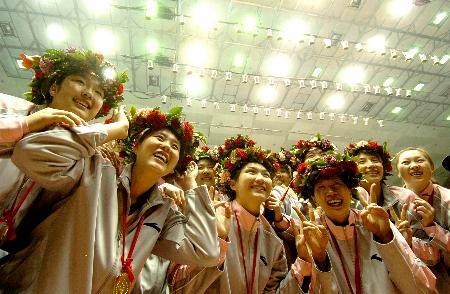 图文-女排联赛总决赛天津队夺冠津排姑娘爱鲜花
