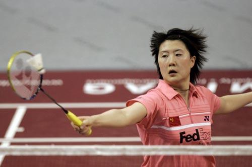 图文-瑞士羽球超级赛中国获三冠卢兰轻巧守住网前