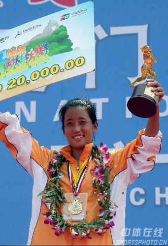 图文-07年厦门国际马拉松赛欢笑堆在她的脸上
