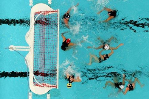 图文-世锦赛女子水球美国队夺冠独特角度来看看