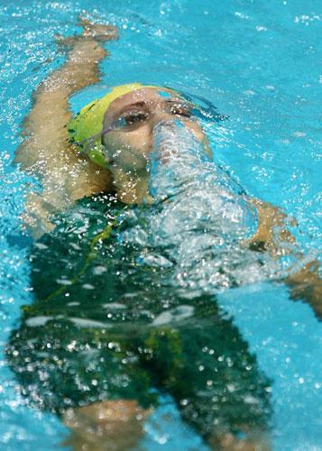 图文-美澳游泳对抗赛举行猛兽潜伏在水中