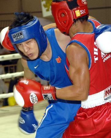 图文-泰王杯世界拳击锦标赛夏文杰负于泰国选手