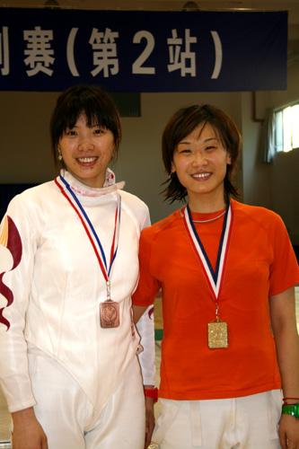 图文-全国击剑冠军赛继续进行女佩张莹和赵媛媛合影