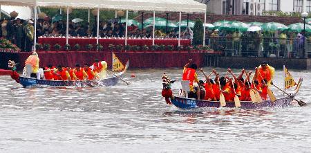 图文-同济大学百年校庆苏州河上赛龙舟