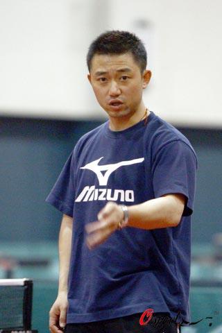 图文-国家乒乓球女队备战世乒赛阎森训练有板有眼