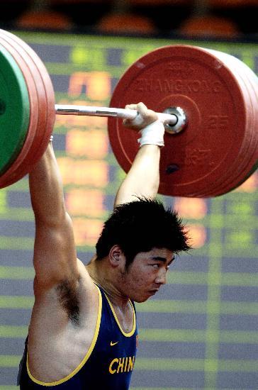 图文-全国男子举重锦标赛12日赛况陆永夺得三金