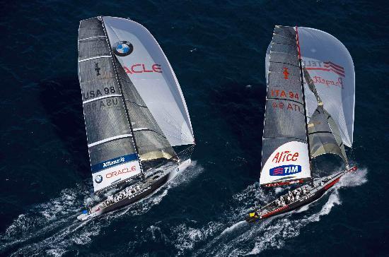 图文-美洲杯帆船赛半决赛赛况争冠队伍并驾齐驱