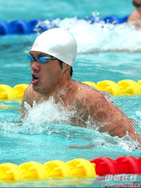 图文-游泳冠军赛20日战况蛙王赖忠坚全力以赴
