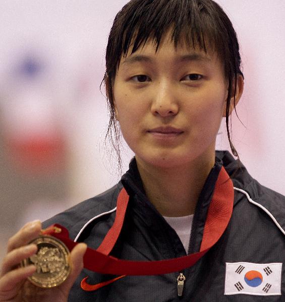 图文-跆拳道世锦赛最后一日赛况黄敬善摆弄金牌
