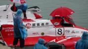 图文-F1摩托艇世锦赛法国站中国队赛艇下水