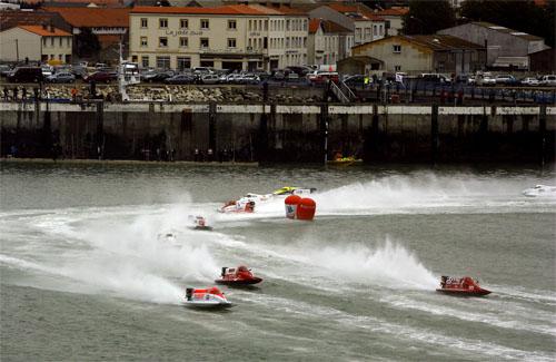 图文-F1摩托艇世锦赛法国站寸土必争