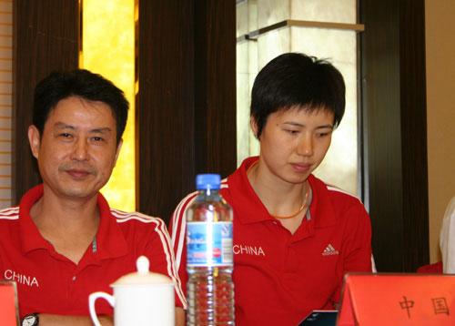 图文-女排四国赛赛前新闻发布会陈忠和的招牌笑容