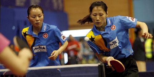 图文-帖亚娜/张瑞闯过女双第二轮张瑞忙于应对