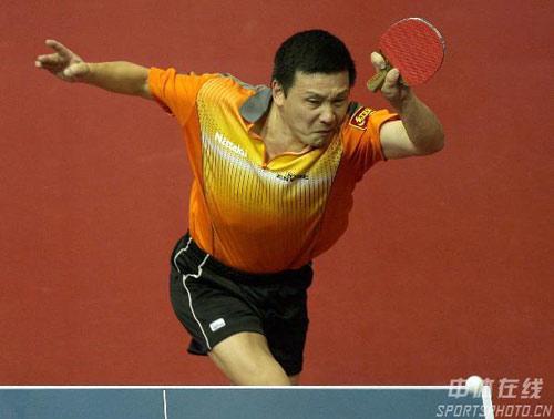 图文-世乒赛马琳率先进16强左撇子老将何志文