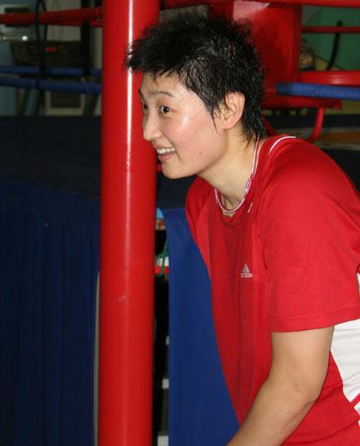 图文-中国女排身体训练备战四国赛杨昊在乐啥?