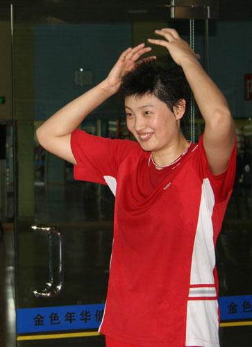 图文-中国女排身体训练备战四国赛杨昊很轻松