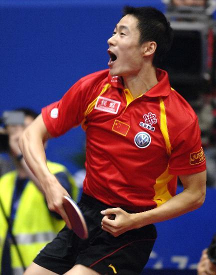 图文-世乒赛王励勤夺得男单冠军致胜球之后的表现