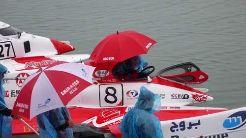图文-F1摩托艇世锦赛法国站正赛当日开始下雨