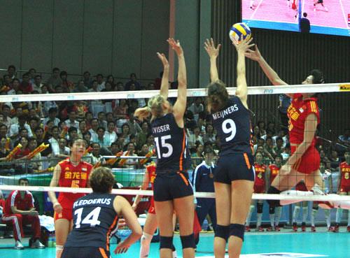 图文-精英赛中国女排3比0荷兰女排孙小清刀锋犀利