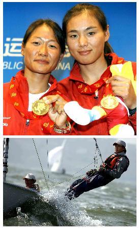 图文-十运帆船全部金牌产生李雪于艳丽展示金牌