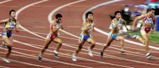 图文-十运会女子100米决赛赛况众选手水平接近