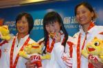图文-十运帆船全部金牌产生女选手笑逐颜开