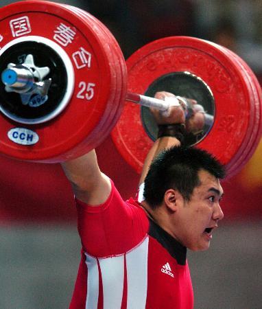 图文-十运会东峰105公斤以上级折桂东峰试举成功