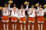图文-十运会垒球决赛四川夺金上海队手举鲜花