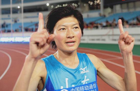 图文-十运女子5000米邢慧娜夺冠邢慧娜庆祝夺冠