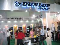 Dunlop门前熙熙攘攘