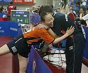 李娇和教练拥抱